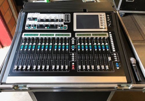 Allen & Heath GLD-80 with AR2412 & AR0804 + flightcase